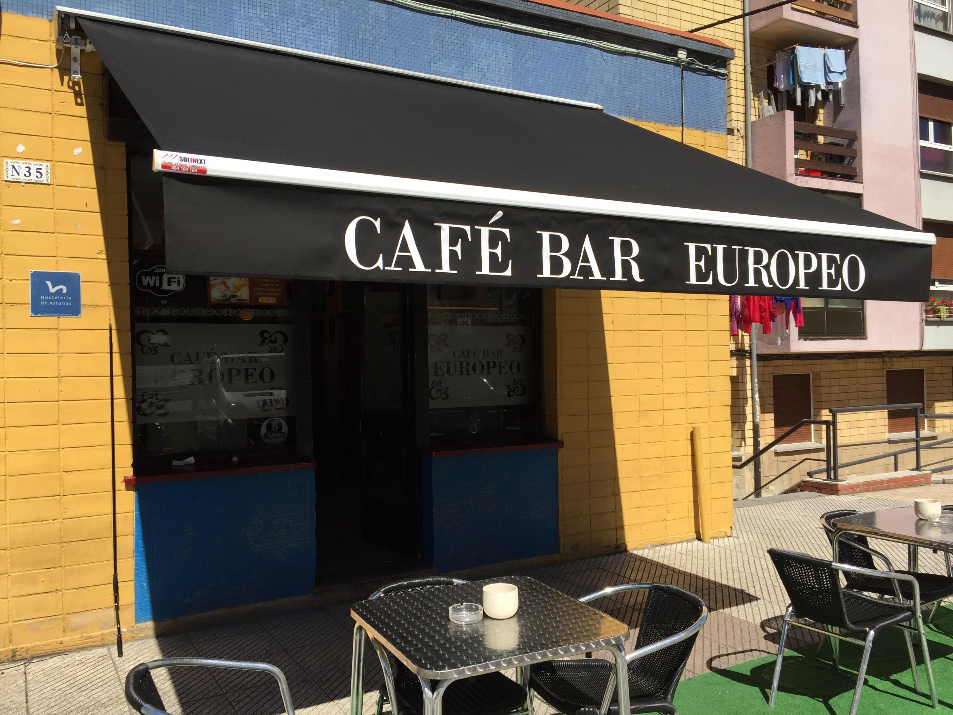 Toldos oviedo caf bar europeo toldos en asturias for Mobiliario para cafe bar