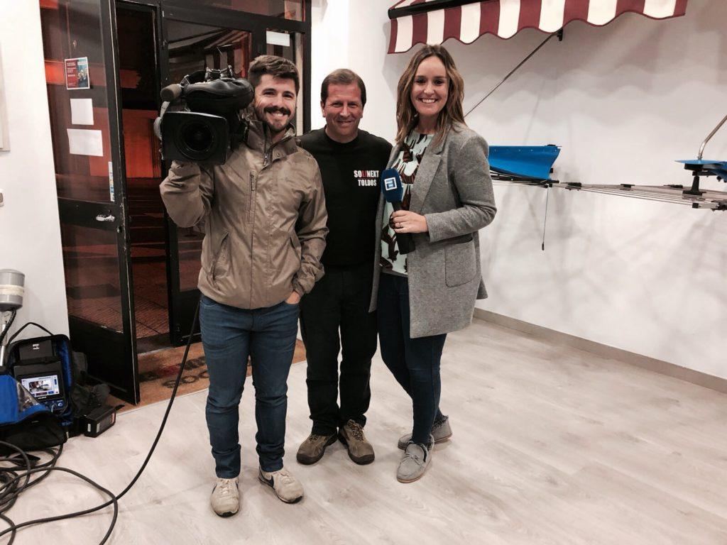 Salimos en la tele conexi n asturias toldos en asturias - Tendedero cubierto ...